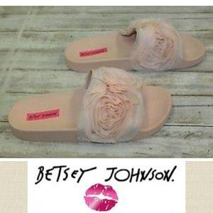 👡Betsey Johnson Cutie Slides new in box